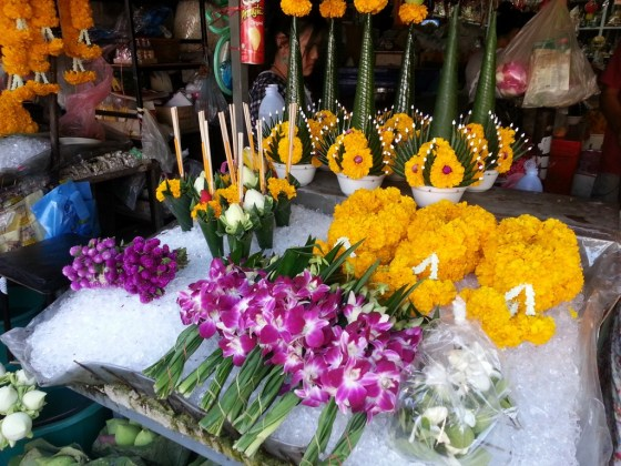 Flower power - Warorot market